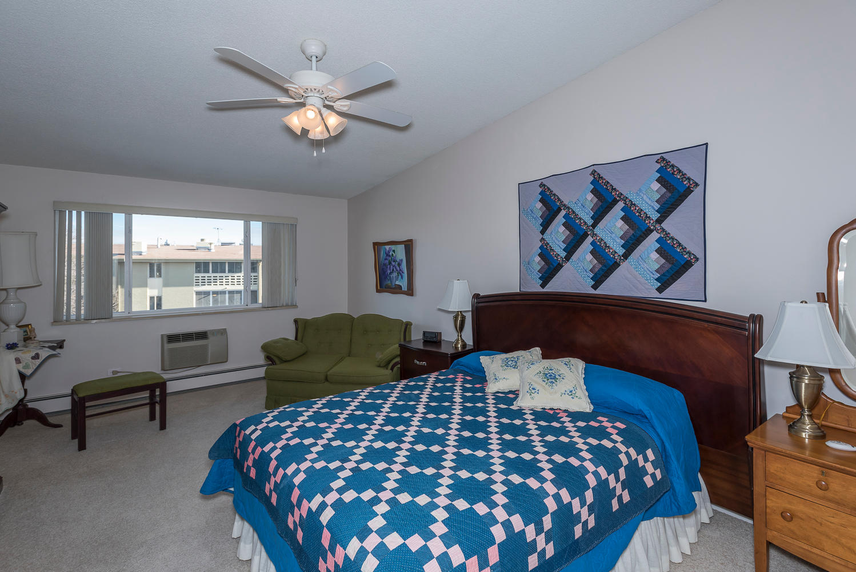 580 S Clinton St D Denver CO-large-012-19-Master Bedroom-1498x1000-72dpi.jpg