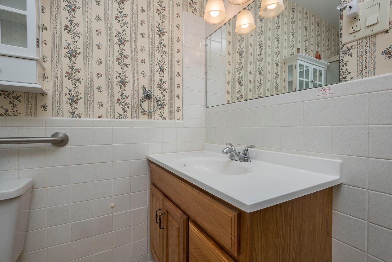580 S Clinton St D Denver CO-large-015-21-Master Bath-1498x1000-72dpi.jpg