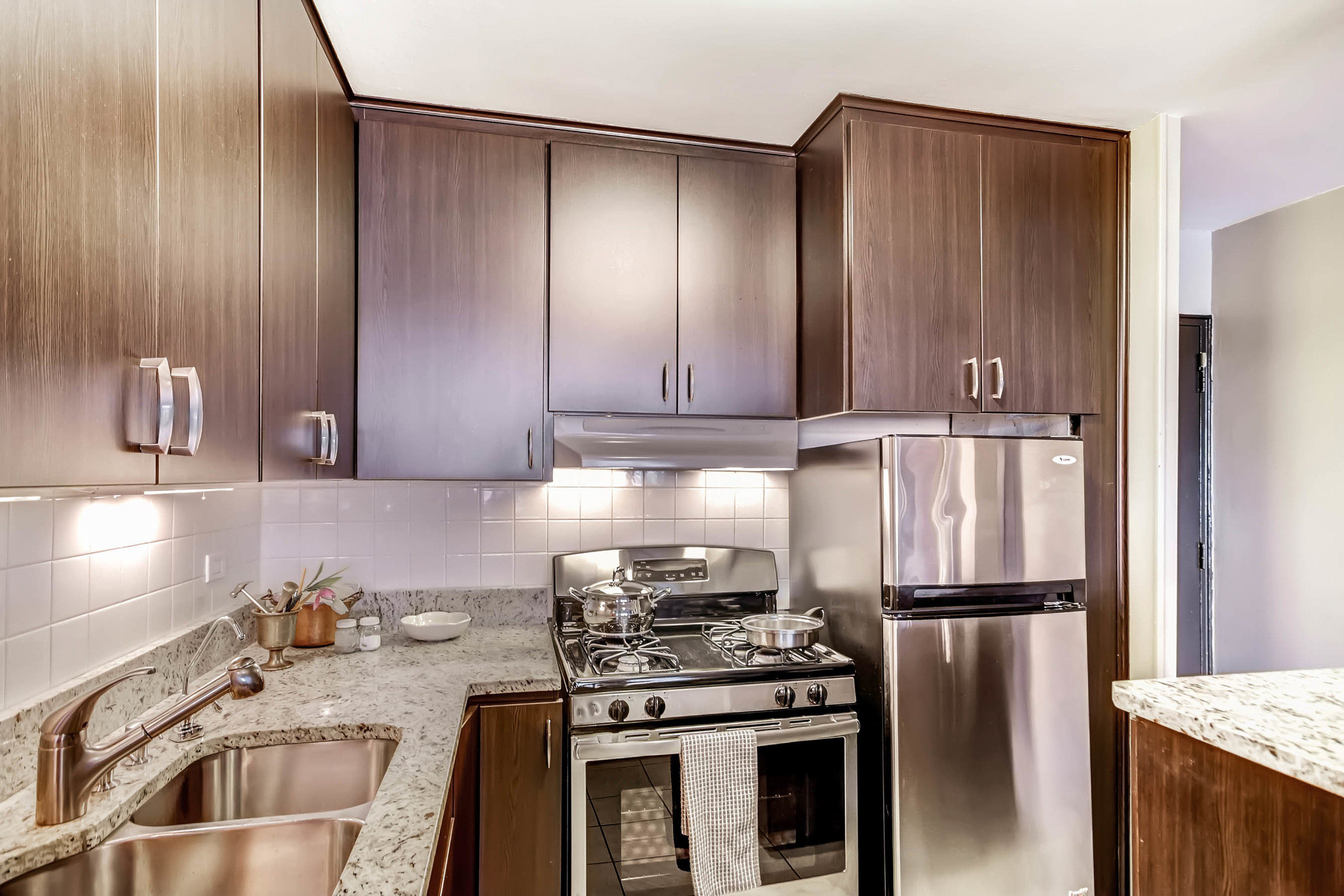 800 Washington St Unit 706-print-010-14-Kitchen-2700x1800-300dpi.jpg