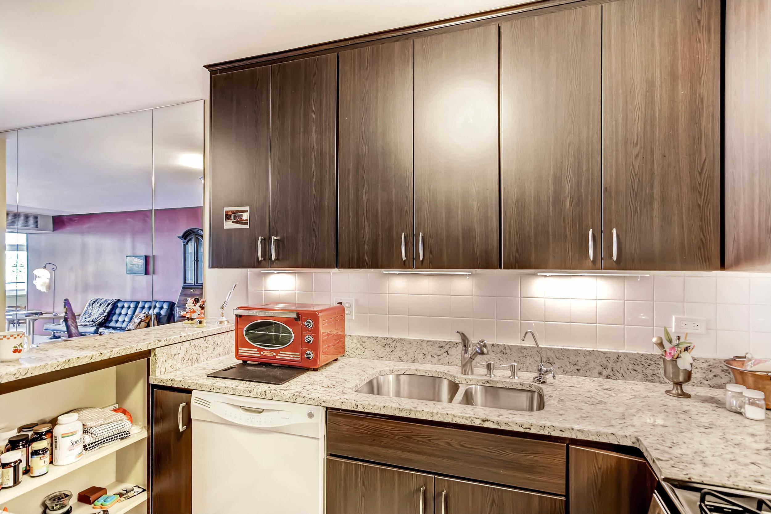800 Washington St Unit 706-print-011-12-Kitchen-2700x1800-300dpi.jpg