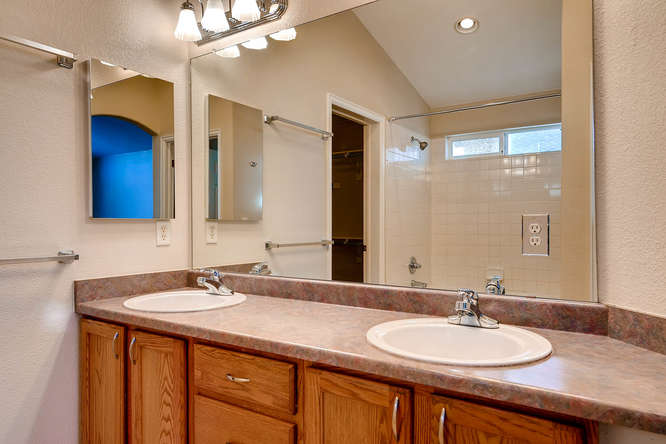 10094 Astorbrook Lane-small-016-19-2nd Floor Master Bathroom-666x445-72dpi.jpg