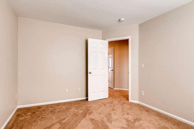 10094 Astorbrook Lane-small-018-18-2nd Floor Bedroom-666x445-72dpi.jpg