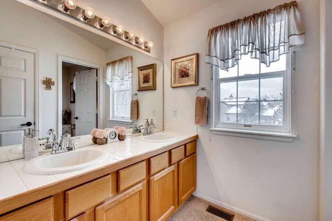 4201 Cottonwood Lakes Blvd-small-021-12-Master Bathroom-666x444-72dpi.jpg
