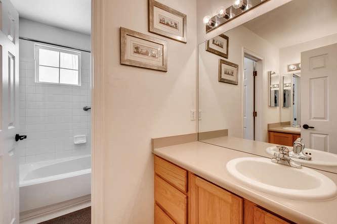 4201 Cottonwood Lakes Blvd-small-024-24-2nd Floor Bathroom-666x444-72dpi.jpg