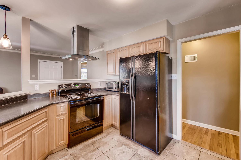 3071 Dexter St Denver CO 80207-large-011-11-Kitchen-1500x1000-72dpi.jpg