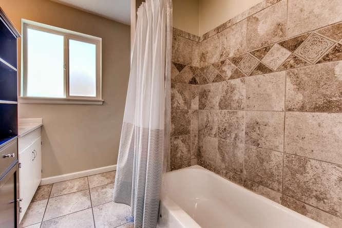 3071 Dexter St Denver CO 80207-small-023-22-Bathroom-666x444-72dpi.jpg