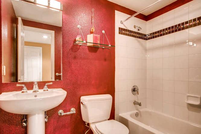 20 S Monroe St Denver CO 80209-small-044-32-Lower Level Bathroom-666x444-72dpi.jpg