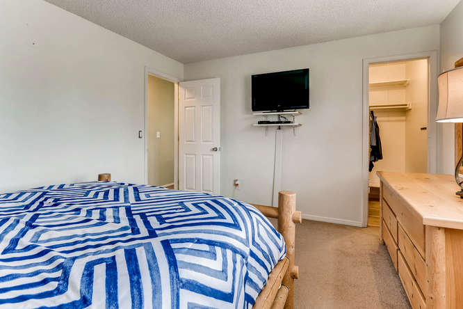 4284 S Fundy Way Aurora CO-small-014-9-2nd Floor Master Bedroom-666x444-72dpi.jpg