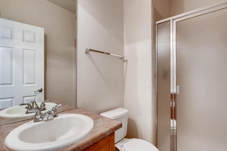24768 E Florida Ave Aurora CO-large-013-5-Bathroom-1500x1000-72dpi.jpg