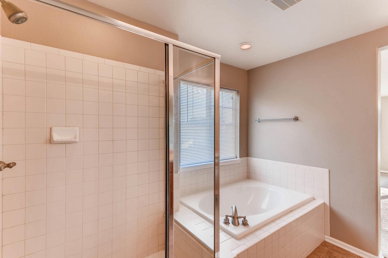 10186 Pitkin Way Commerce City-large-019-9-2nd Floor Master Bathroom-1500x1000-72dpi.jpg