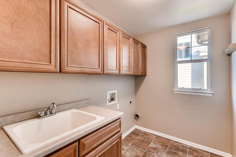 10186 Pitkin Way Commerce City-large-024-14-Laundry Room-1500x1000-72dpi.jpg