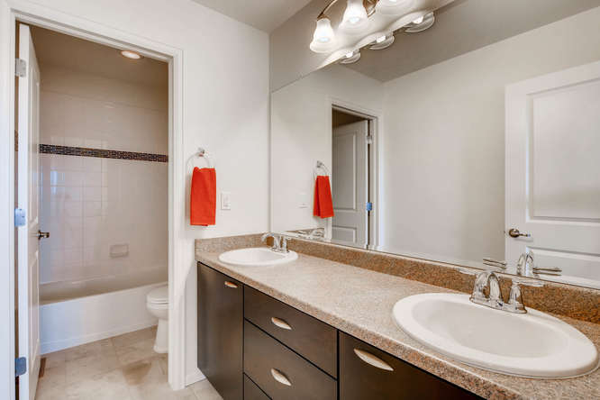 5401 S Granby Way Aurora CO-small-021-12-2nd Floor Bathroom-666x445-72dpi.jpg