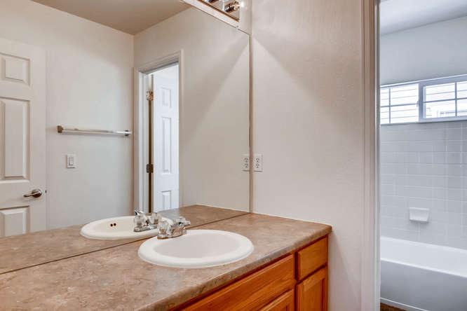 24646 E Florida Ave Aurora CO-small-024-20-2nd Floor Bathroom-666x444-72dpi.jpg