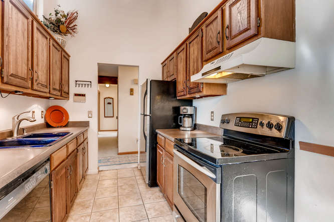 4062 S Atchison Unit 304-small-004-21-Kitchen-666x444-72dpi.jpg