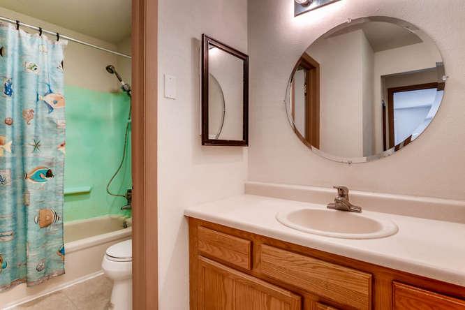 4062 S Atchison Unit 304-small-007-12-Master Bathroom-666x444-72dpi.jpg