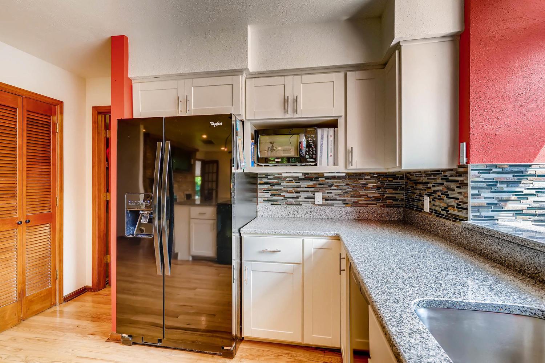 15214 W 73rd Ave Arvada CO-large-010-5-Kitchen-1500x1000-72dpi.jpg