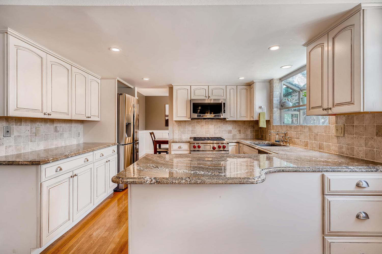5439 S Morning Glory Lane-large-006-3-Kitchen-1500x1000-72dpi.jpg