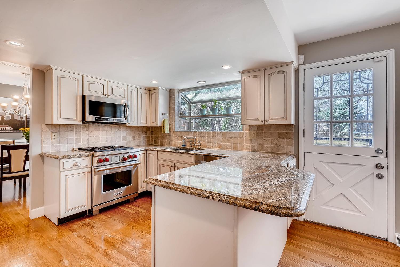 5439 S Morning Glory Lane-large-007-20-Kitchen-1500x1000-72dpi.jpg
