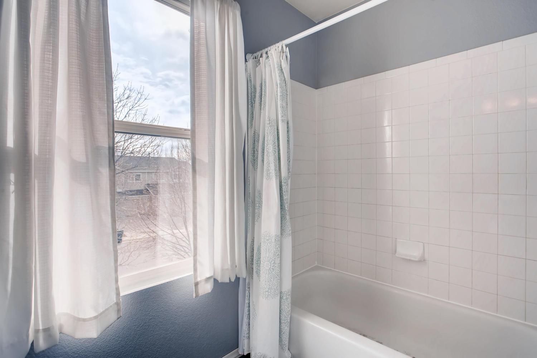 10979 Josephine St Northglenn-large-015-9-2nd Floor Master Bathroom-1500x1000-72dpi.jpg