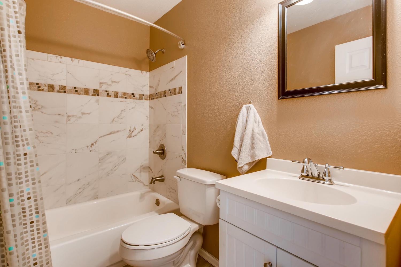 10979 Josephine St Northglenn-large-023-27-2nd Floor Bathroom-1500x1000-72dpi.jpg