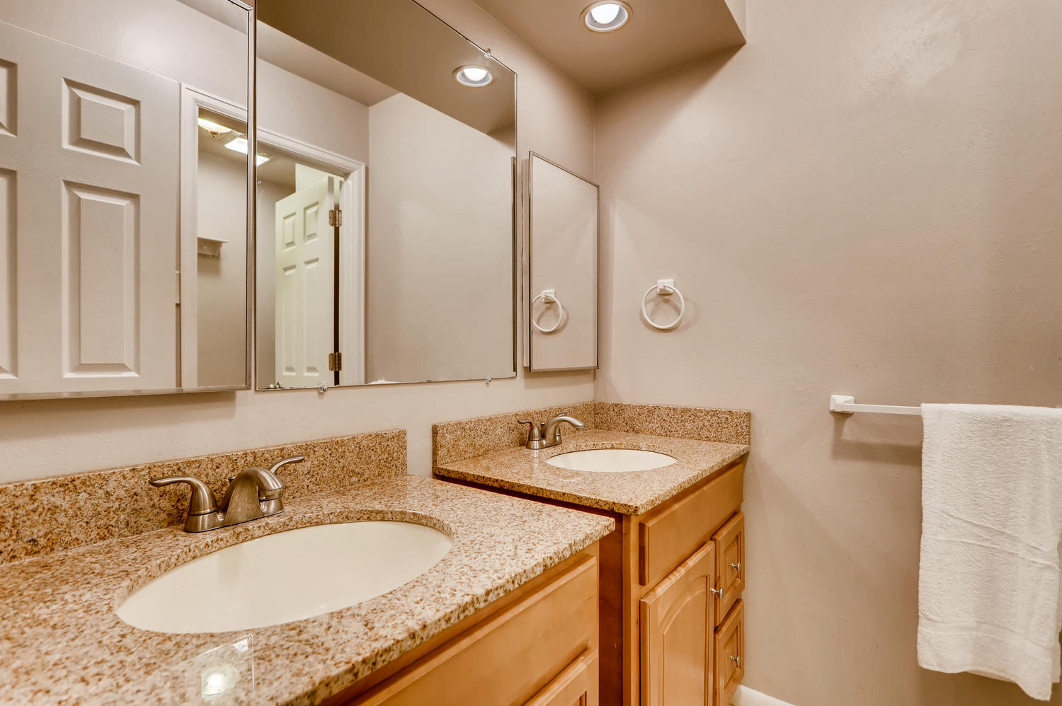 16971 E Bates Ave Aurora CO-large-017-17-2nd Floor Bathroom-1500x998-72dpi.jpg