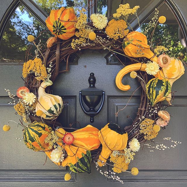 It's fall on the calendar and on the door. But when will the weather agree? Message me if you are looking for a unique wreath or other decor this season!🍁🍂🌻🌾 . . . . #fallwreath #gourds #falldecor #autumnalequinox #autumn #fall #itsfallyall