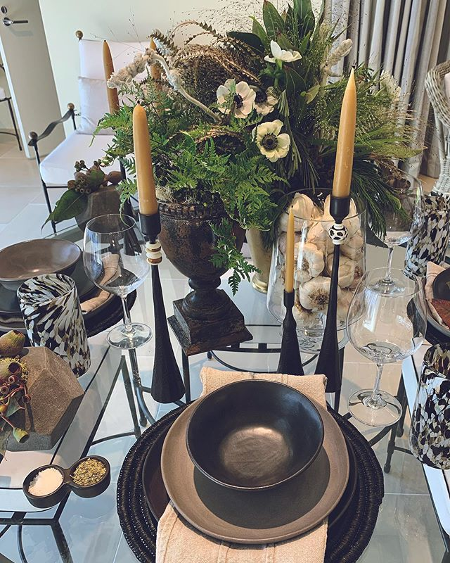 Discover ADAC tablescape at Janus et Cie. Collab with the amazing @lizabryan! . . . . . #janusetcie #sipandstroll #adac #discoveradac #tablescape #atlantainteriordesign #atlantafloraldesign