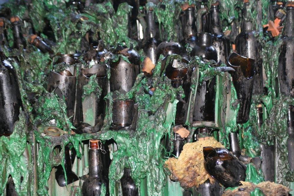 hof-ten-dormaal-broken-bottles.jpg