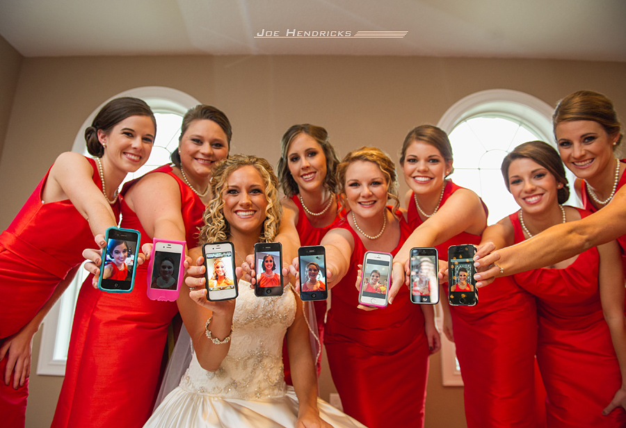 The group shot of the Bride and Bridesmaids together with their iPhones.