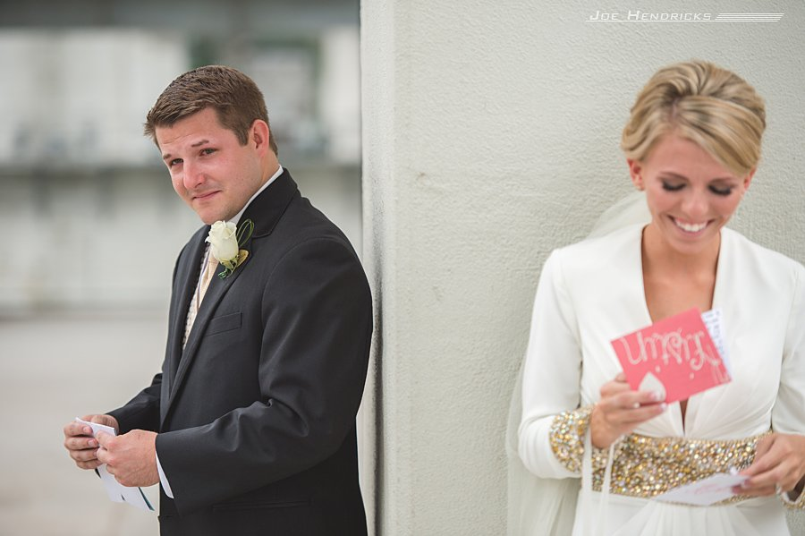 Before their first look, they read cards from each other