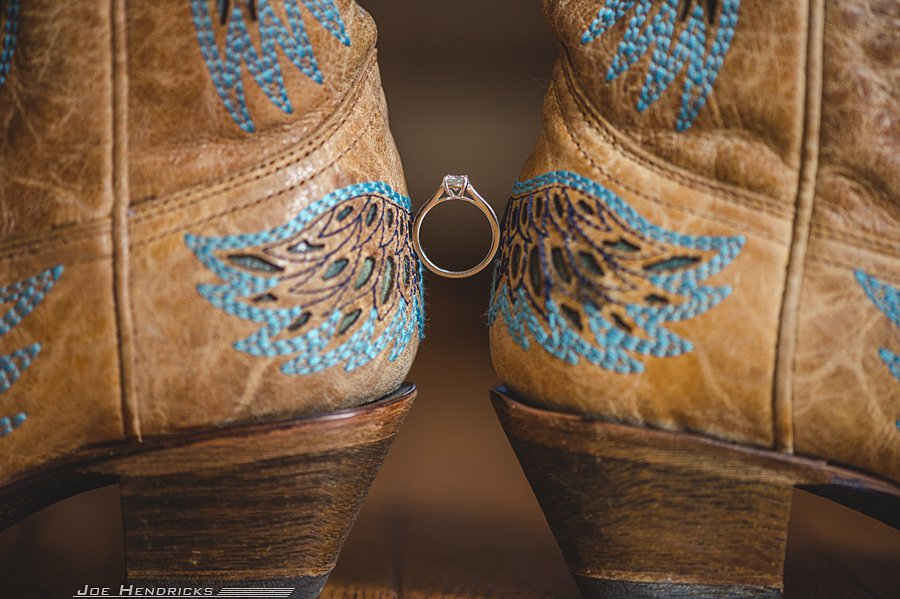 Ring between boots