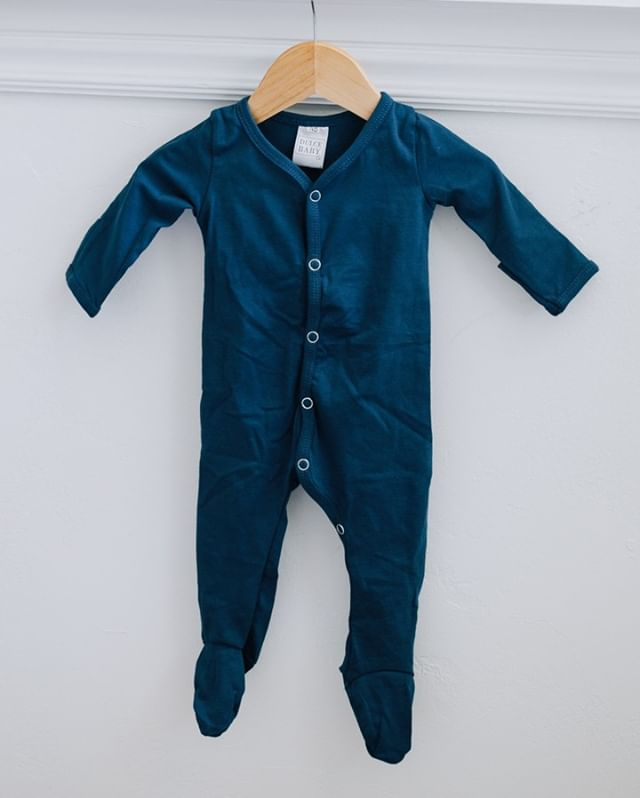 A new addition joining the Dulce collection!  Soft footed jammies, perfect for our cool summer nights heading our way.  The fold over sleeve are perfect for any new addition you might have in your life! ⠀⠀⠀⠀⠀⠀⠀⠀⠀ ⠀⠀⠀⠀⠀⠀⠀⠀⠀ Shop:  dulcebabyco.com⠀⠀⠀⠀⠀⠀⠀⠀⠀ @Localsgiftslogan⠀⠀⠀⠀⠀⠀⠀⠀⠀ @Localsgiftslayton ⠀⠀⠀⠀⠀⠀⠀⠀⠀ @amberdehaasphotography ⠀⠀⠀⠀⠀⠀⠀⠀⠀ ⠀⠀⠀⠀⠀⠀⠀⠀⠀ #babygift #babygirl #babyboy #babyshower #knottedsleeper #babygown #newborn #footedpajamas #footedsleeper