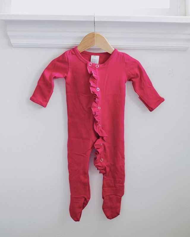 "Just like our Classic Footed Jammies, but with a little bit of ""Sass""! We call them jammies, but we know somedays it doubles up as jammies and an outfit when mom is in survival mode. Right! Pssst......We've all been there, done that! ⠀⠀⠀⠀⠀⠀⠀⠀⠀ ⠀⠀⠀⠀⠀⠀⠀⠀⠀ Shop: dulcebabyco.com @Localsgiftslogan @Localsgiftslayton @amberdehaasphotography #babygift #babygirl #babyboy #babyshower #knottedsleeper #babygown #newborn #footedpajamas #footedsleeper"