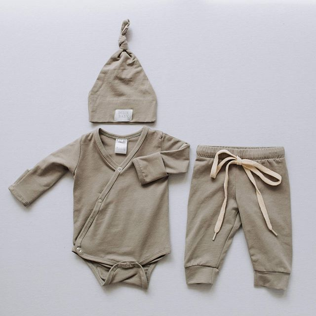Gray! 🐘 Sizes available in Newborn and 3-6 months. ⠀⠀⠀⠀⠀⠀⠀⠀⠀ ⠀⠀⠀⠀⠀⠀⠀⠀⠀ Shop:  dulcebabyco.com⠀⠀⠀⠀⠀⠀⠀⠀⠀ @Localsgiftslogan⠀⠀⠀⠀⠀⠀⠀⠀⠀ @Localsgiftslayton ⠀⠀⠀⠀⠀⠀⠀⠀⠀ @amberdehaasphotography⠀⠀⠀⠀⠀⠀⠀⠀⠀ ⠀⠀⠀⠀⠀⠀⠀⠀⠀ babygift #babygirl #babyboy #babyshower #knottedsleeper #babygown #newborn #hospitaloutfit