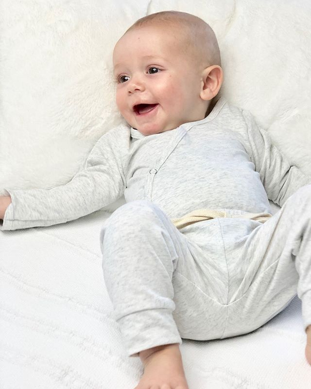This little guy is 6 months old wearing our Oatmeal colored Jogger set in size 3-6 months. ⠀⠀⠀⠀⠀⠀⠀⠀⠀ ⠀⠀⠀⠀⠀⠀⠀⠀⠀ Shop:  dulcebabyco.com⠀⠀⠀⠀⠀⠀⠀⠀⠀ @Localsgiftslogan⠀⠀⠀⠀⠀⠀⠀⠀⠀ ⠀⠀⠀⠀⠀⠀⠀⠀⠀ babygift #babygirl #babyboy #babyshower #knottedsleeper #babygown #newborn #jogger