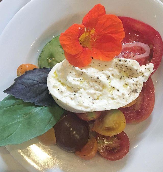 The most beautiful wedding salad I've ever eaten #bengetsmaed