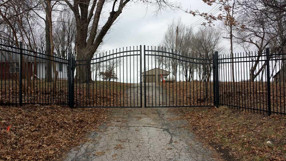 iron-estate-gates---bernies-fence-company---kansas-city-mo.jpg