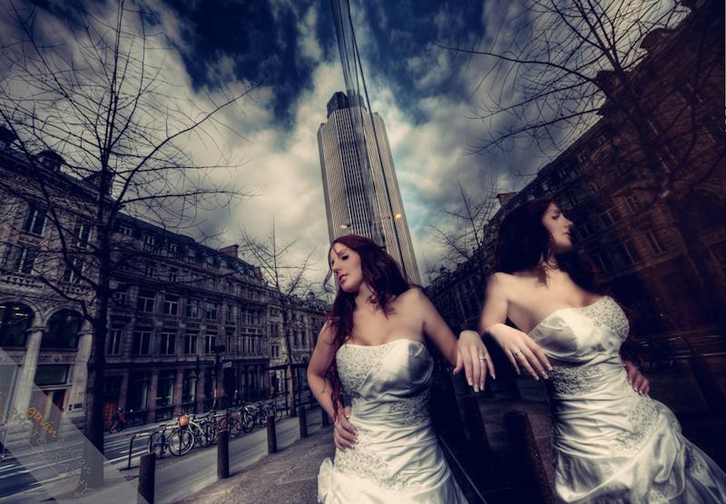 Bride-Bridal-Wedding-London_Bridal-London_Wedding-Romance-Gherkin-Millennium_Bridge-Portraits-www.gavinconlan.com-gavin_conlan-Portraiture-Essex_Photographer-London_Photographer-Weddings_at_Gherkin.-2-13.jpg