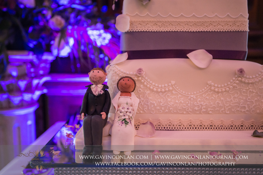 close up shot of the wedding cake, wedding photography at  Heatherden Hall Pinewood Studios  by  gavin conlan photography Ltd