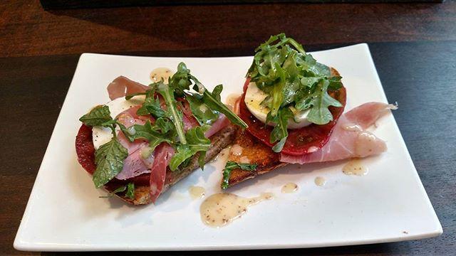 New prosciutto and heirloom tomato toast w/ fresh mozzarella and a drizzle of lemon vinaigrette. Come get yours!