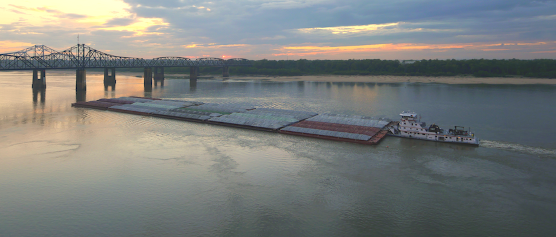 Lower_Mississippi_River_barge.png