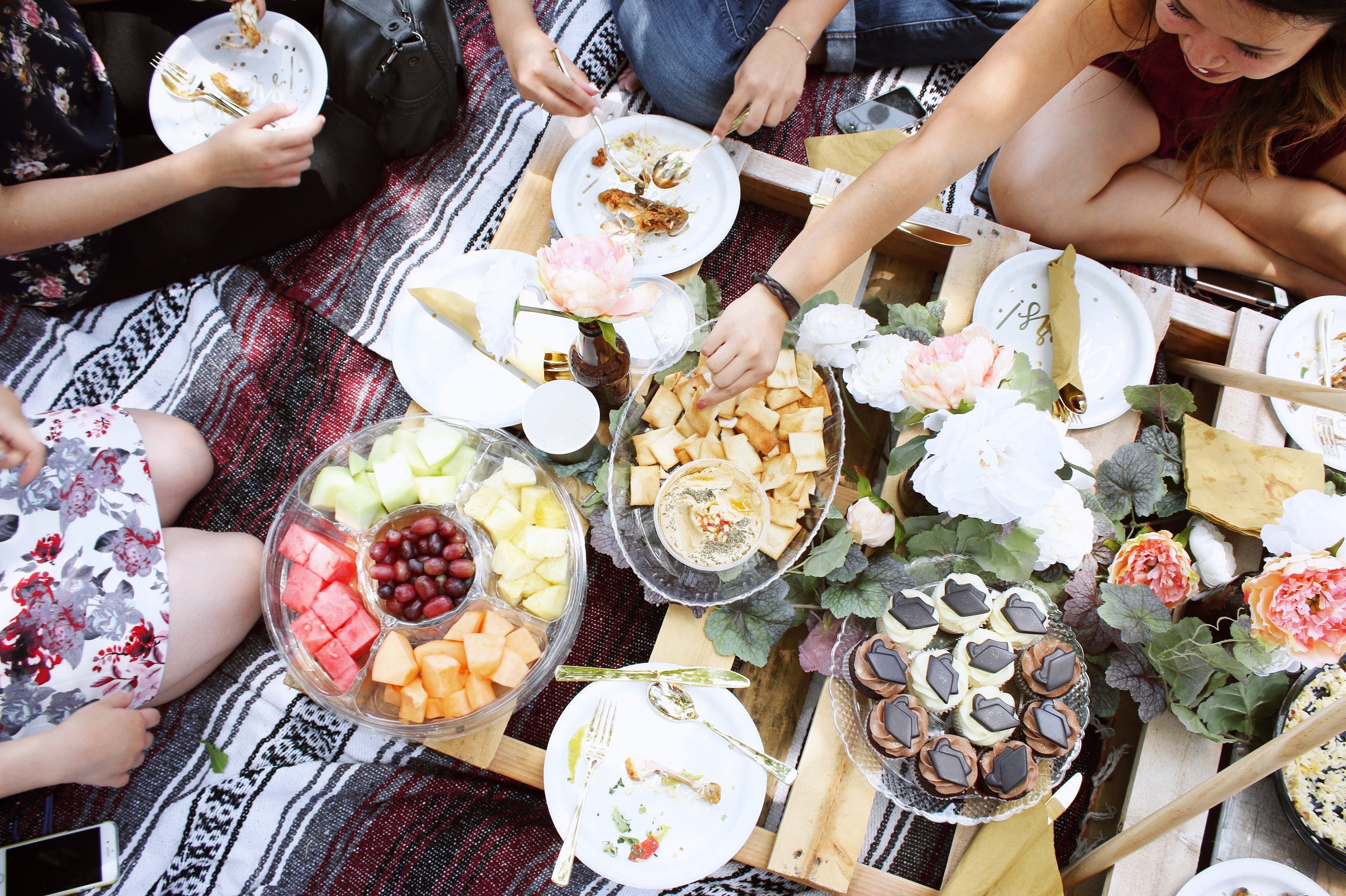 girlandtheword-boho-style-graduation-picnic-party-7