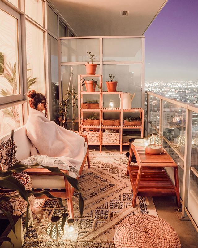Cozy evenings on this balcony are the BEST! 😭 Thank the Lord for giving me this urban retreat, and thank you @sackclothxashes for keeping me warm! ❤️ For every blanket you buy, Sackcloth will donate to a homeless shelter near you. Love their cause! ☺️ #sackclothandashes #sackclothxashes #ad . . . #GTWpresets #homedecoration #homedecor #jungalowstyle #finditstyleit #fleastyle #howiboho  #showmeyourboho #refinedrefuge #bohoismyjam #bohoonthelowlow #currentdesignsituation #smallspacesquad #designsponge #apartmenttherapy #myeclecticmix #eclectic #urbanjunglebloggers #plantscout #industrialdesign