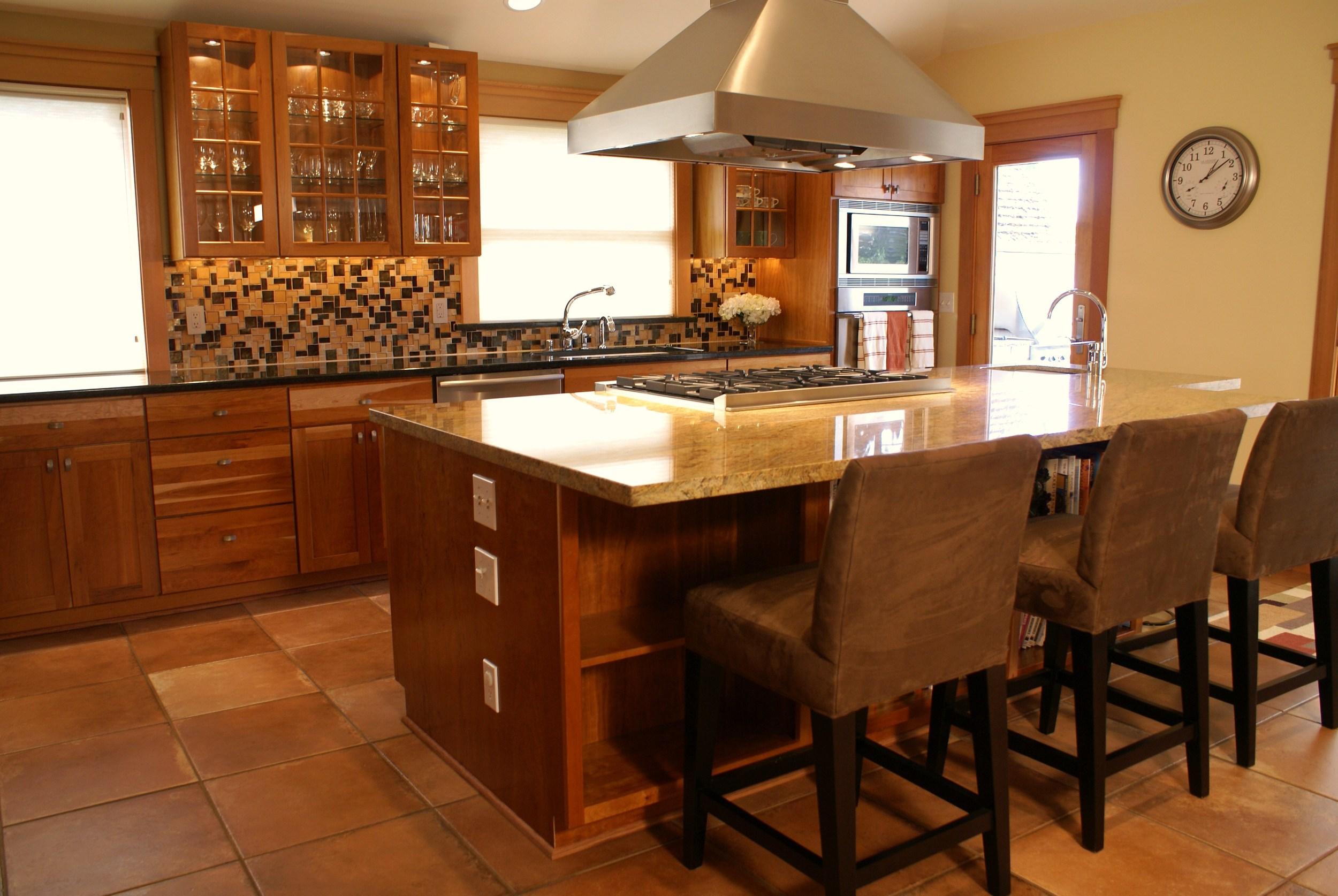new furniture, countertop and backsplash(1).JPG