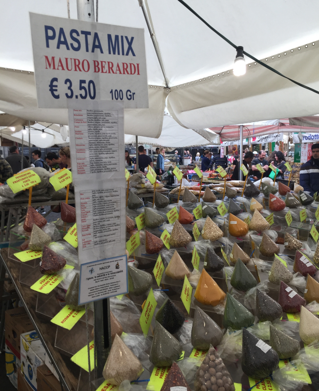 I was struck by the packaging on these spices, herbs and dried beans, etc at the market in Campo de' Fiori