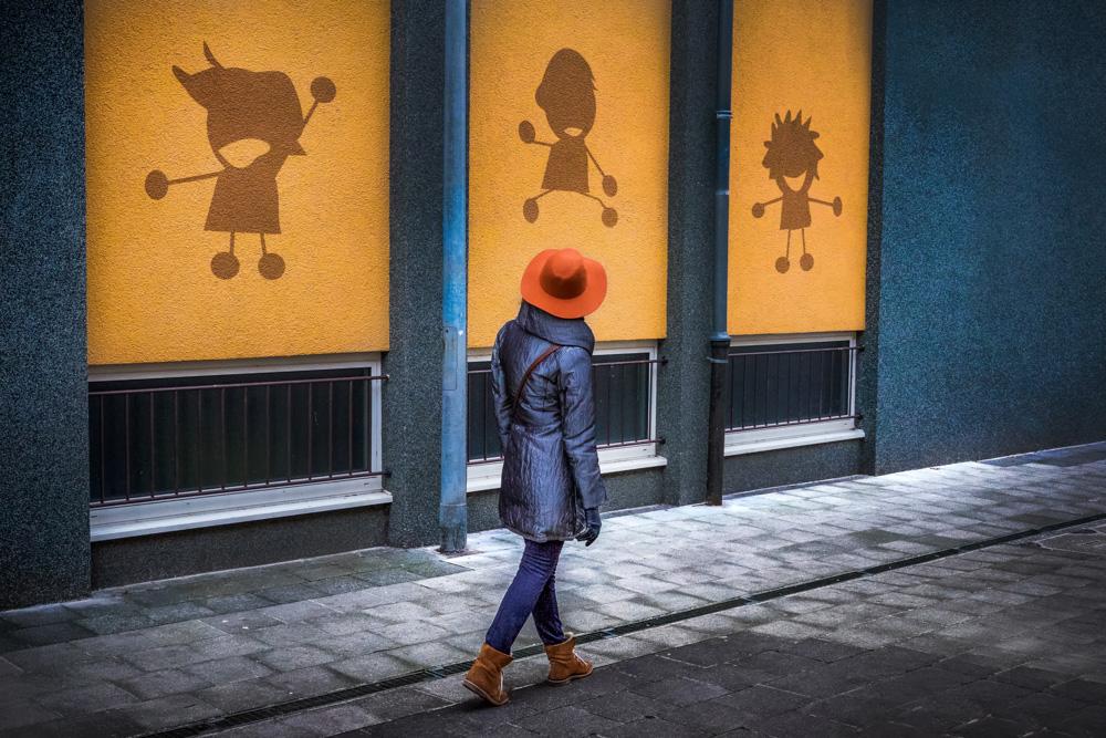 Street Photographer in Luxembourg | Catalin Burlacu Photography | www.ishootcolors.com | Orange hat