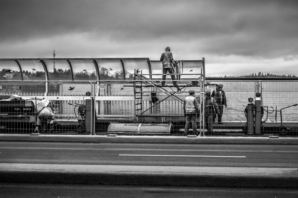 Street Photographer in Luxembourg | Catalin Burlacu Photography | www.ishootcolors.com | Working men | Construction site