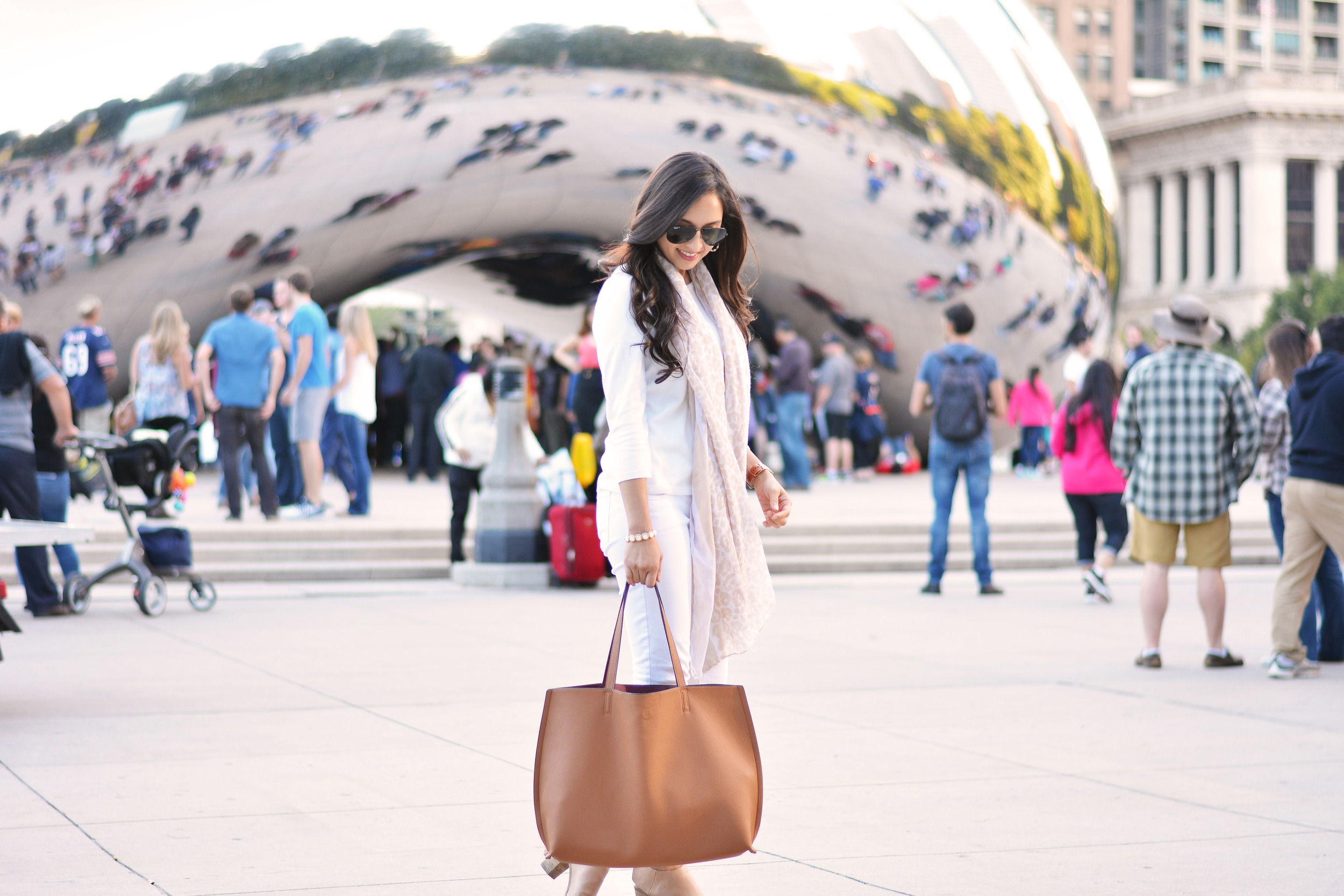 All white, fall fashion, neutrals, millennium park, the bean, chicago, white jeans, labor day, brown tote, leopard scarf, shopruche, old navy, the limited, rayon, nordstrom, justfab