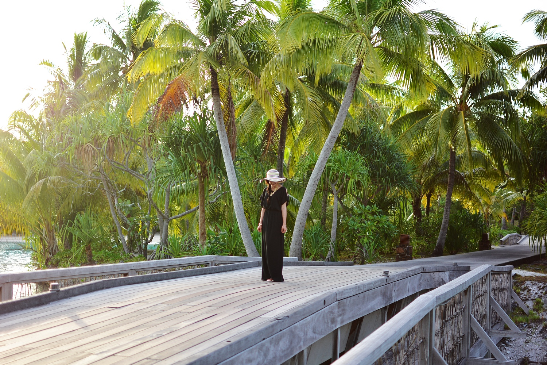 black maxi dress summer weather bora bora le meridian tory burch ann taylor floppy hat stripes target sandals modest fashion four seasons bora bora