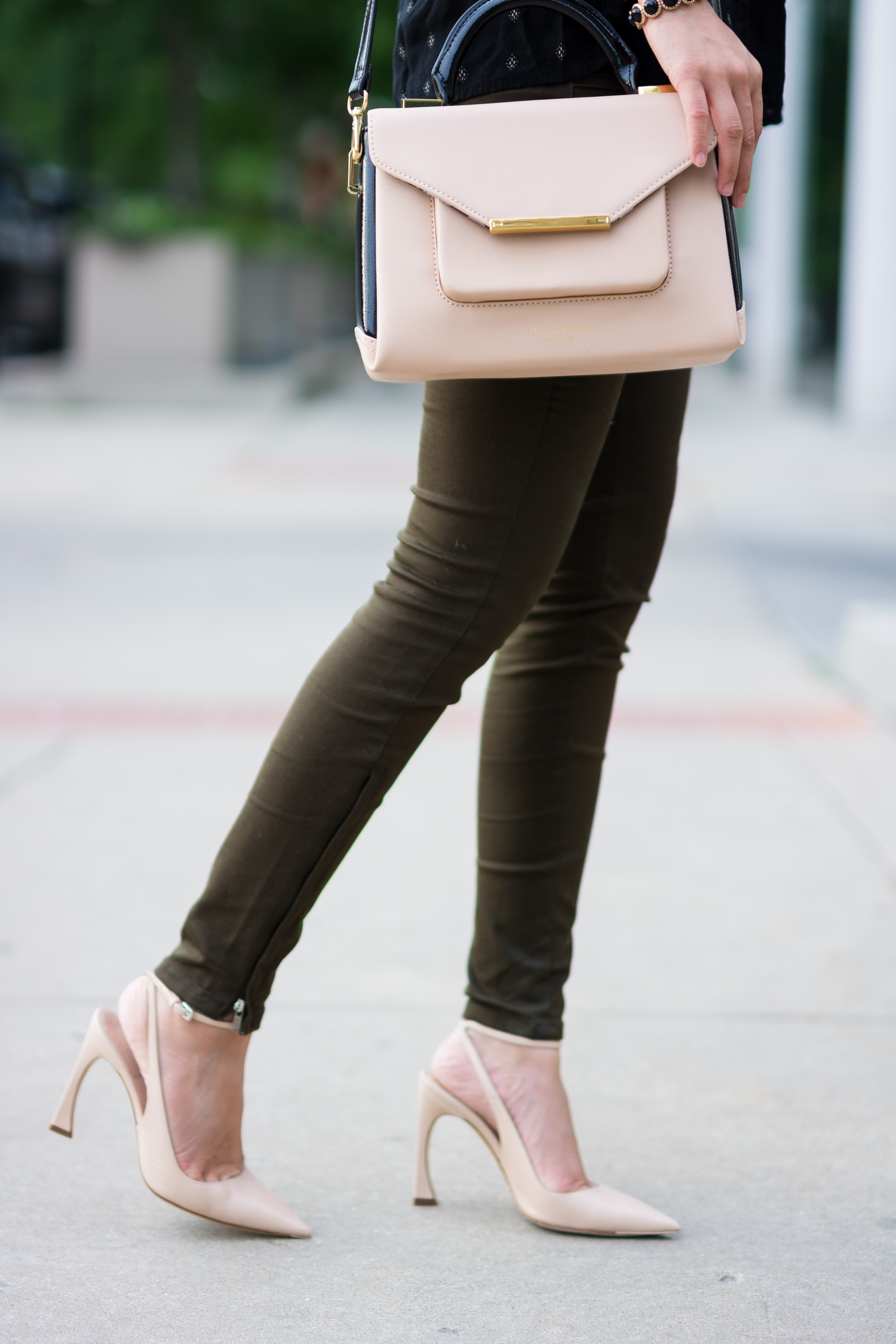 Parlor Pizza, Date night, olive green pants, blush pink, nude heels, Ted Baker, Christian Dior, Zara, Old Navy, Casual Chic